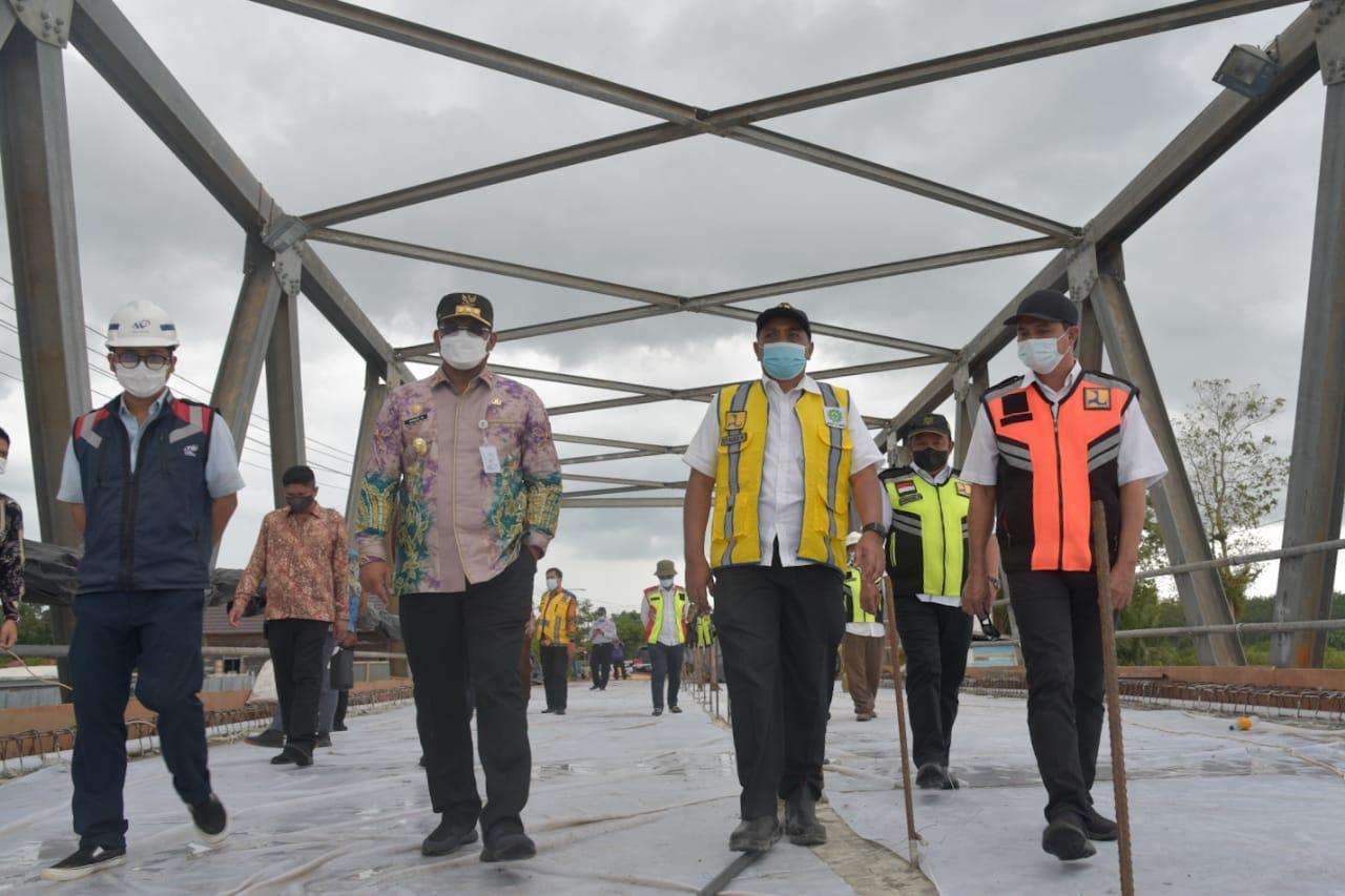 Pj Gubernur Kalsel laksanakan Evaluasi perkembanganpembangunan Jembatan Sungai Salim