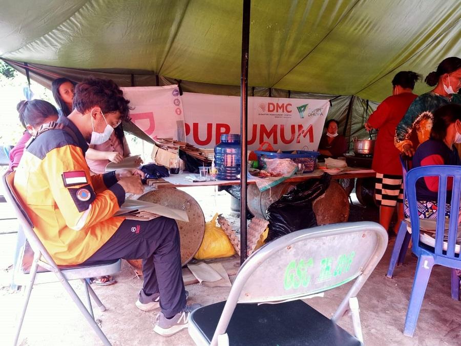 DMC Dompet Dhuafa Buka Dapur Umum untuk Korban Banjir Katingan