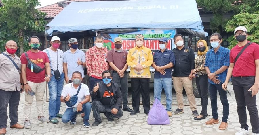 Kominfo Kapuas dan Para Jurnalis Salurkan Bantuan Untuk Korban Banjir Katingan