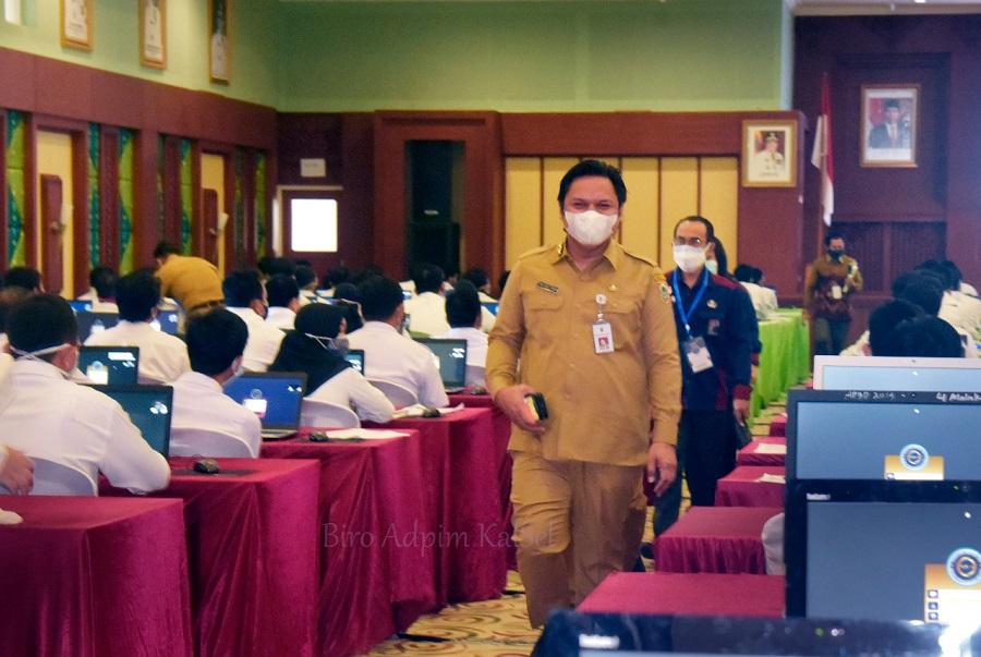 DIMULAI - Para peserta CPNS Pemprov Kalsel mulai mengikuti rangkaian tes di Gedung Idham Chalid, Selasa (14/9/2021).